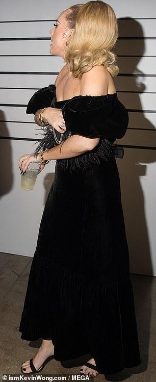Adele gay bat ngo voi than hinh thon gon hinh anh 2