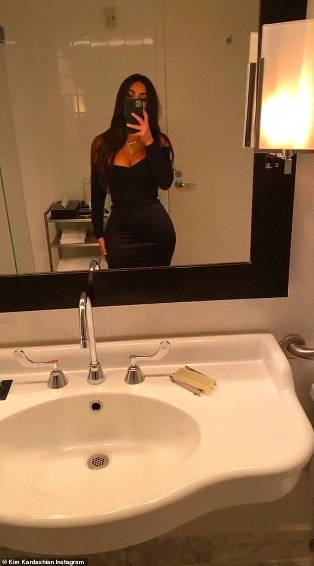 Kim Kardashian ton vong mot day dan voi dam om sat hinh anh 4