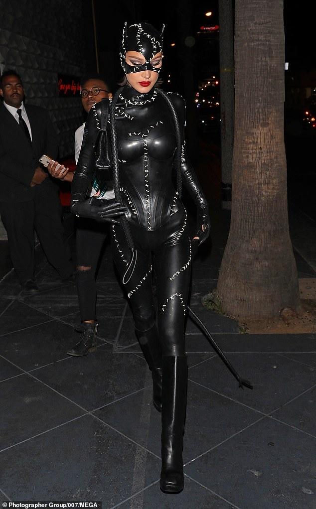 Kylie Jenner va dan sao mac goi cam du tiec sinh nhat hinh anh 10