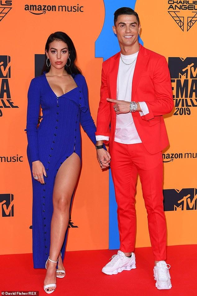 Ronaldo va ban gai noi bat tren tham do MTV EMAs 2019 hinh anh 2
