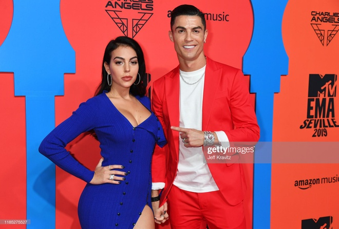 Ronaldo va ban gai noi bat tren tham do MTV EMAs 2019 hinh anh 1