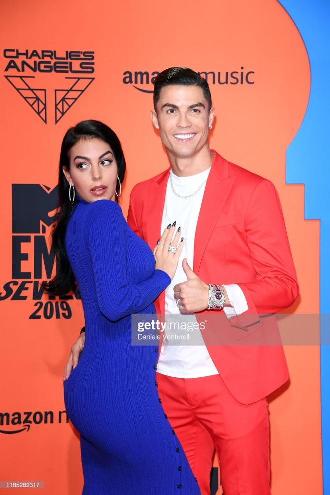 Ronaldo va ban gai noi bat tren tham do MTV EMAs 2019 hinh anh 3