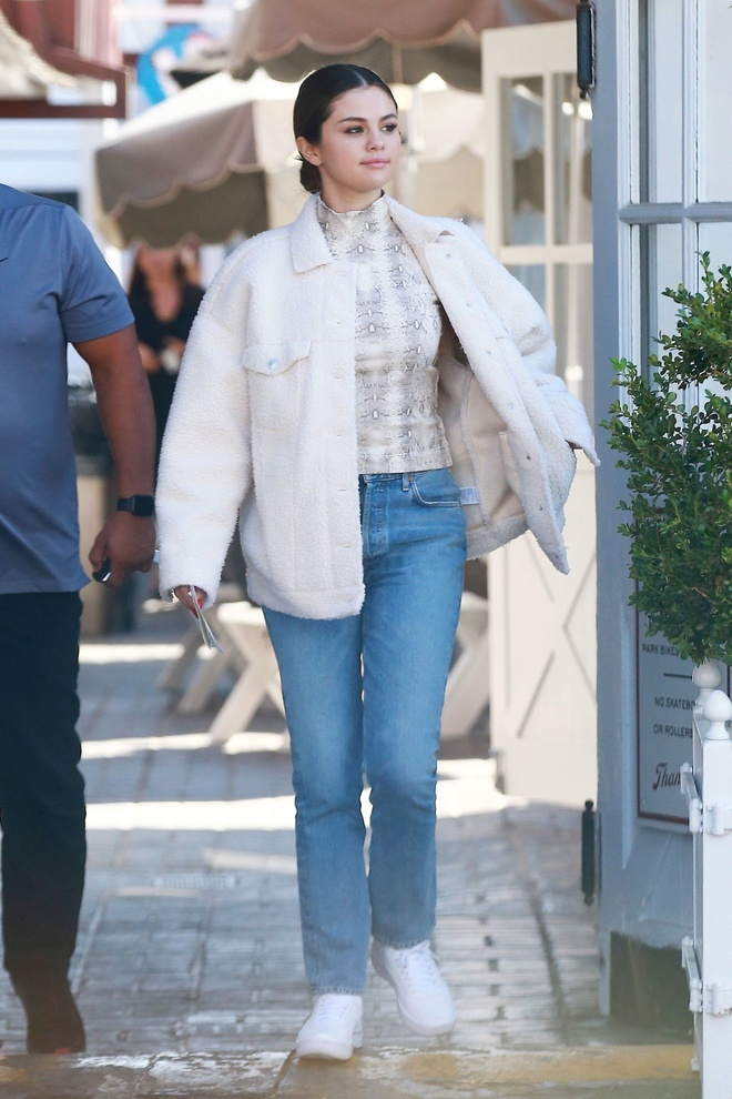 Selena Gomez hon em gai 6 tuoi tren tham do 'Frozen 2' hinh anh 10