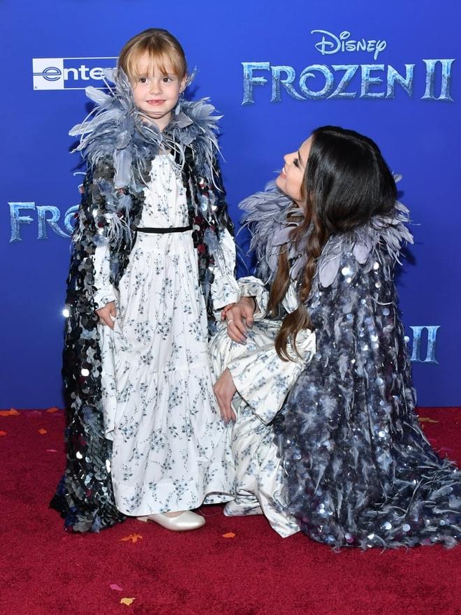 Selena Gomez hon em gai 6 tuoi tren tham do 'Frozen 2' hinh anh 2