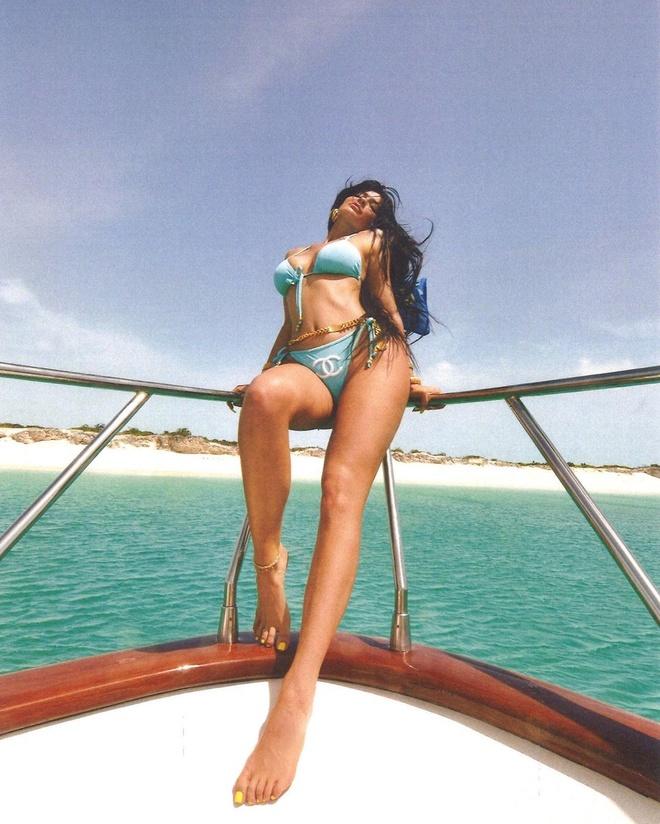 Kylie Jenner chuong do tam mau sac hinh anh 10