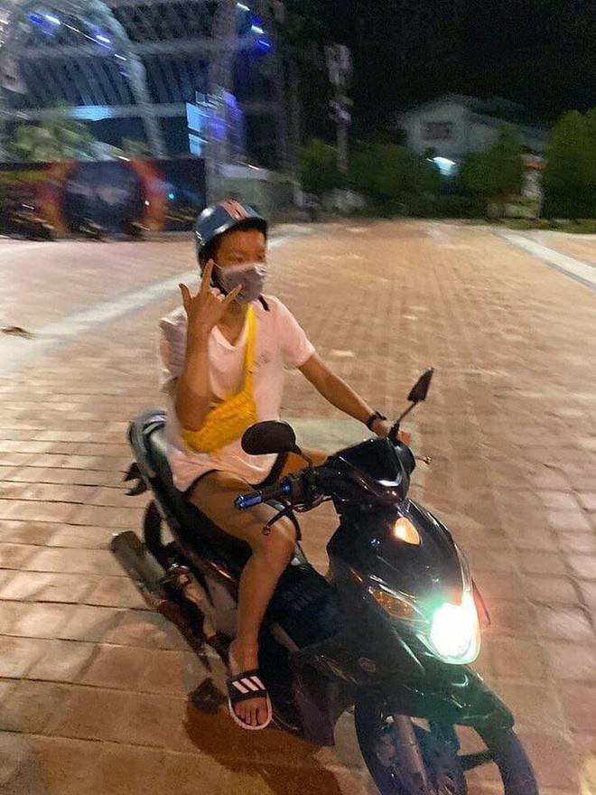 Lee Seung Hoon (Winner) lai xe may tai Da Nang hinh anh 1