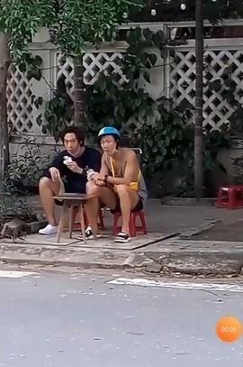 Lee Seung Hoon (Winner) lai xe may tai Da Nang hinh anh 3