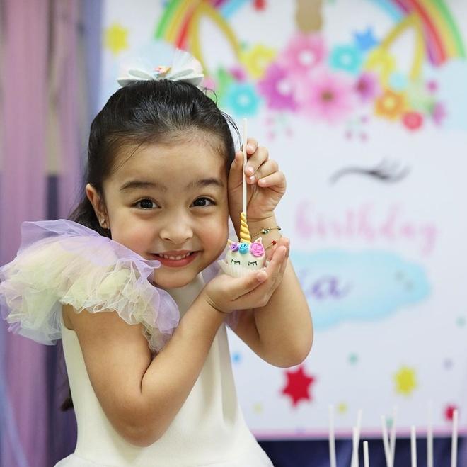 My nhan dep nhat Philippines mung sinh nhat con gai 4 tuoi hinh anh 3