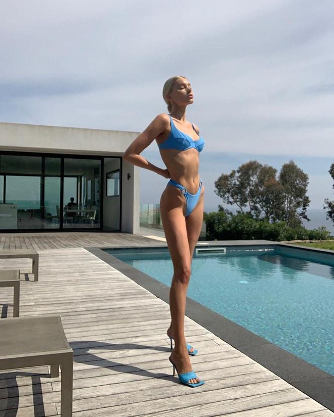 Elsa Hosk bi che nhu bo xuong di dong khi mac bikini hinh anh 3