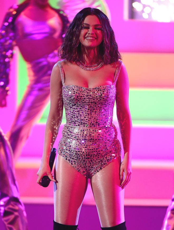 selena gomez khoe nguc day anh 3
