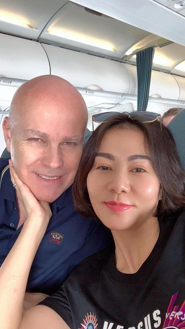 Sao Viet khoe hang hieu, hoa hong duoc tang ngay Valentine hinh anh 11 083525_1_1581638718124542823362.jpg