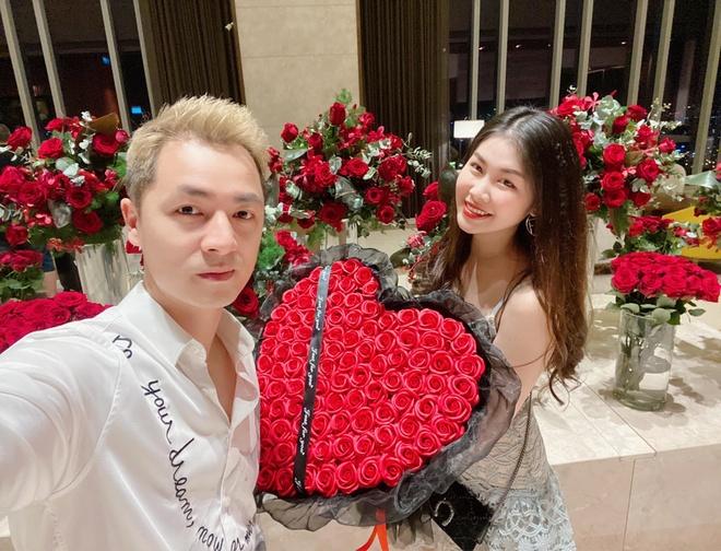 Sao Viet khoe hang hieu, hoa hong duoc tang ngay Valentine hinh anh 1 85229288_2054479091363302_1067503723304976384_o.jpg