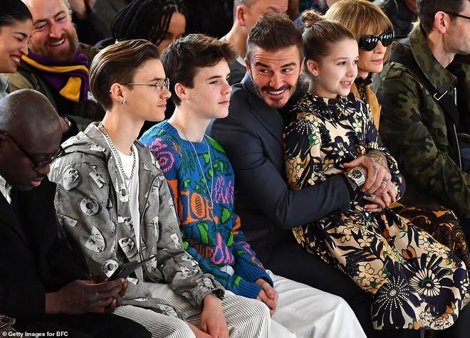 Hai con trai gay chu y khi den xem show cua Victoria Beckham hinh anh 4 1.jpg
