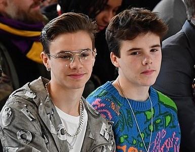 Hai con trai gay chu y khi den xem show cua Victoria Beckham hinh anh 5 16_2_.jpg