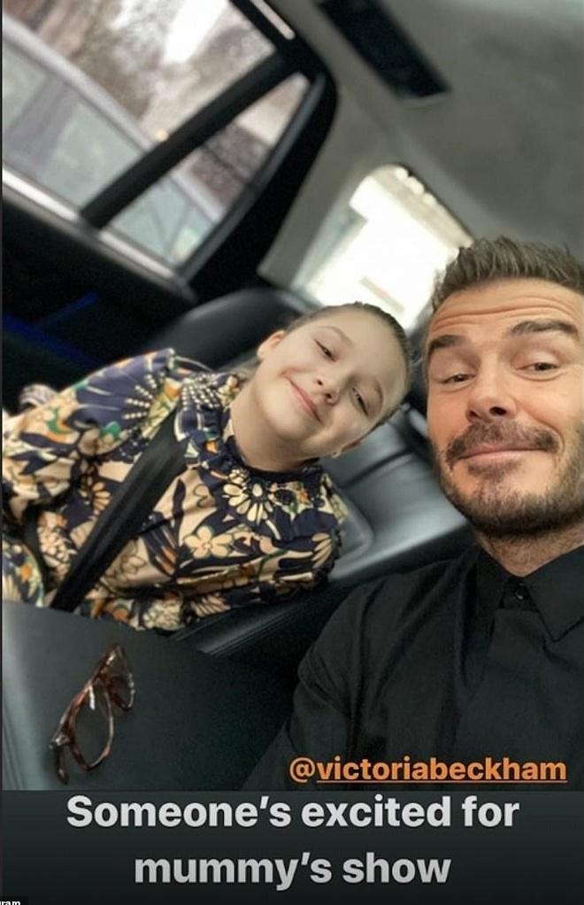Hai con trai gay chu y khi den xem show cua Victoria Beckham hinh anh 3 20_2_.jpg