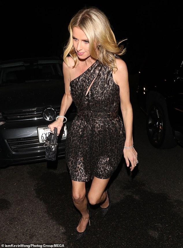 Kim Kardashian du sinh nhat cua Paris Hilton hinh anh 12 25025542_0_image_m_40_1582300136283.jpg