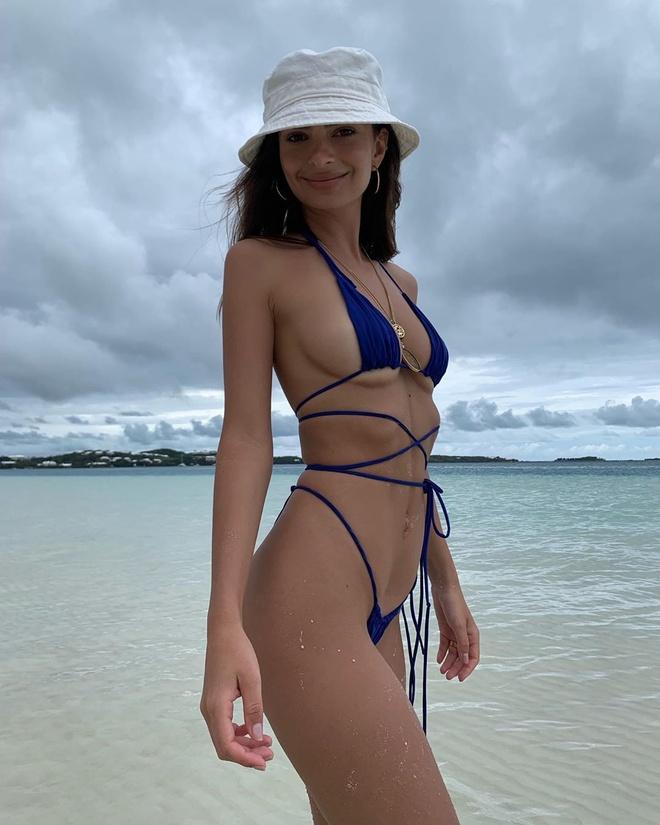 Xu huong dien bikini cua my nhan quoc te hinh anh 8 emrata_62377446_115884039665999_938971365110103273_n.jpg