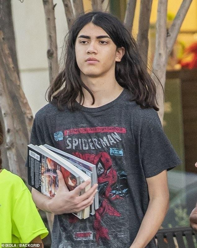 Con trai Michael Jackson o an sau khi bo mat hinh anh 9 77696506525605imagem5_1545604553627.jpg