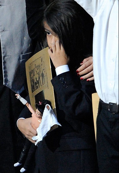 Con trai Michael Jackson o an sau khi bo mat hinh anh 3 h3_972199_1376116947_500x0.jpg