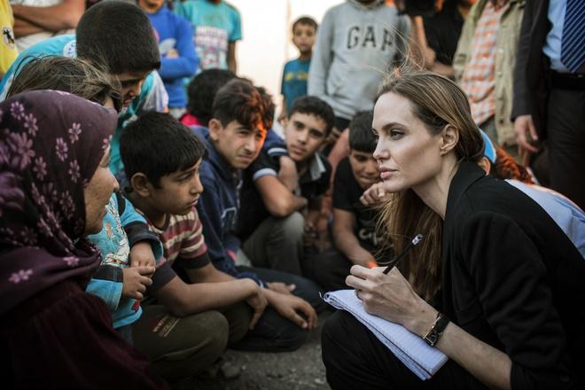 Tai sao Angelina Jolie la tieu chuan vang nhan sac the gioi? hinh anh 8 angelina_jolie_elle_viet_nam_1.jpg
