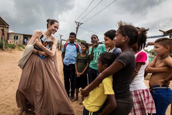 Tai sao Angelina Jolie la tieu chuan vang nhan sac the gioi? hinh anh 10 angelinajolienguoitinanreuters15610147466111308075776.jpg