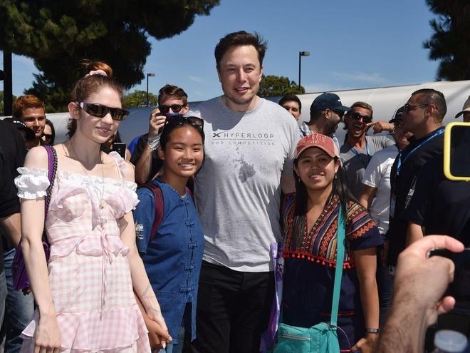 ban gai sinh con cho Elon Musk anh 2