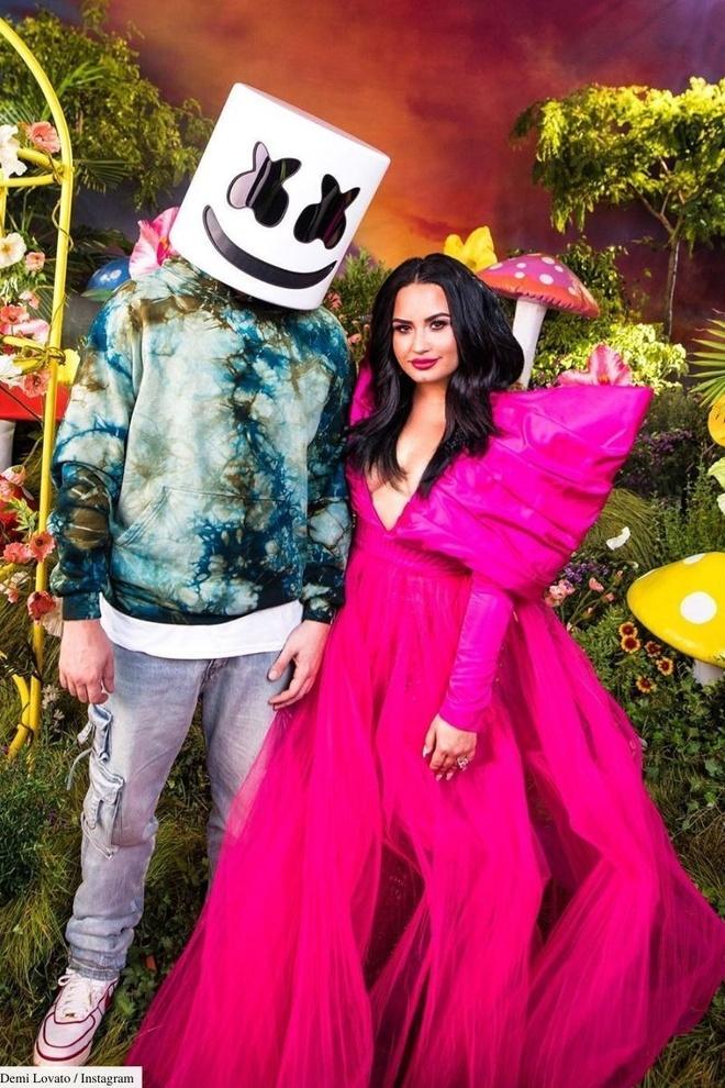 Demi Lovato mac dam Cong Tri anh 1