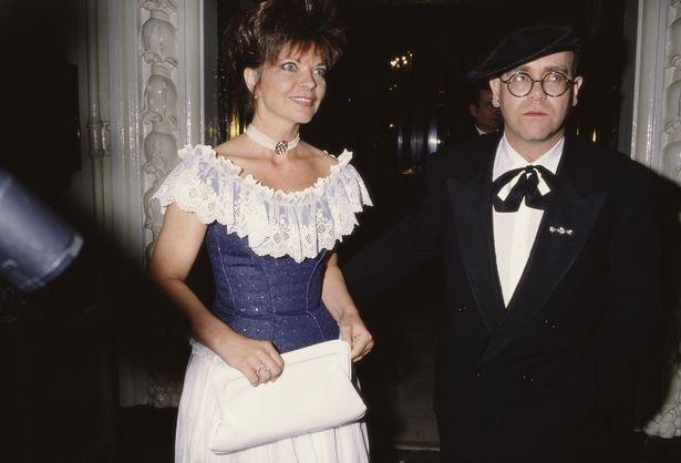 Elton John bi kien anh 1