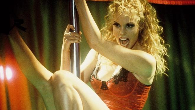 hau truong 'Showgirls' anh 1