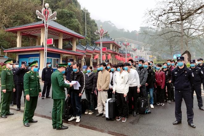 Cach ly 32 nguoi Viet bi Trung Quoc trao tra vi cu tru trai phep hinh anh 1 tiep_nhan_32_cong_dan_xuat_canh_trai_phep_do_TQ_trao_tra_2.jpeg