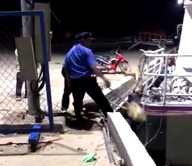 Tàu khách bị nhân viên cảng mở neo thả trôi vì đậu quá 30 phút
