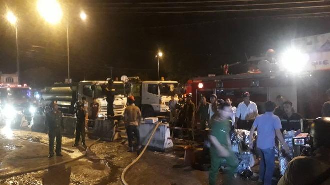 Cháy kho xăng ở Nha Trang, 3 xe bồn bị thiêu rụi