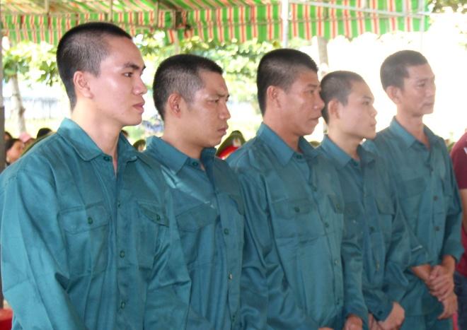 9 bi cao chan xe, tan cong tru so Canh sat PCCC o Binh Thuan linh an hinh anh