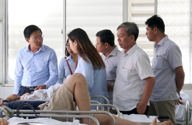 Chuyen 5 nan nhan Han Quoc trong vu lat xe khach ve TP.HCM dieu tri hinh anh 1