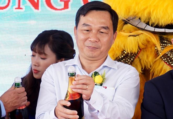 Pho giam doc So Tai nguyen Moi truong Binh Thuan bi giang chuc hinh anh 1