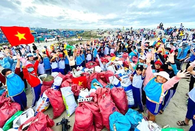 Hon 8.600 nguoi don sach bo bien Ninh Thuan anh 1