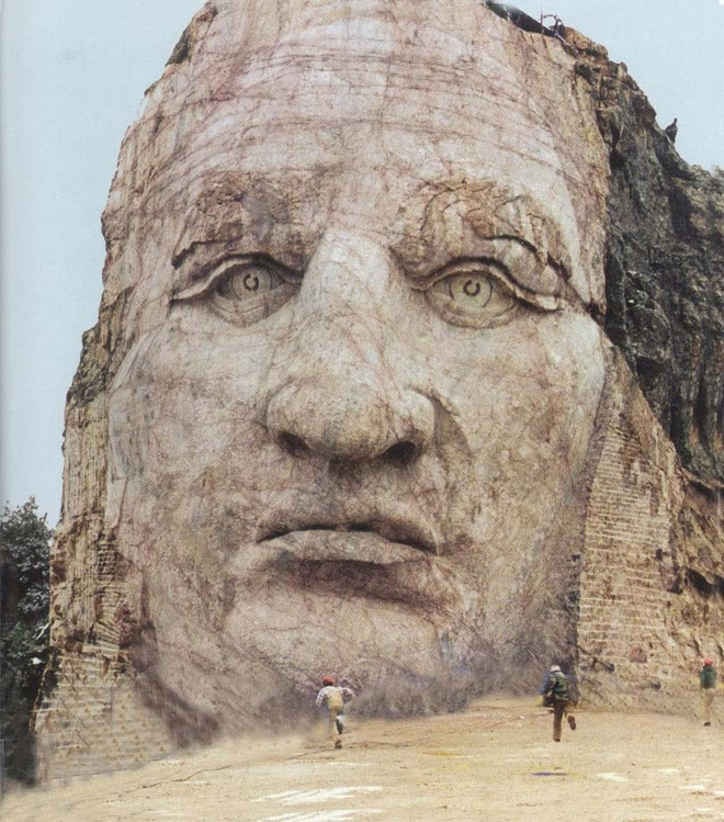 10 tuong dai ky quac va bi an nhat the gioi hinh anh 1 10. The Crazy Horse Memorial – Black Hills, South Dakota Crazy Horse là thủ lĩnh bộ lạc Lakota, ông đã lãnh đạo các chiến binh chống lại chính phủ Mỹ khi đất đai và lối sống của bộ lạc họ bị xâm phạm. Họ đã giành chiến thắng trong trận Little Big Horn. Ngoài chuyện một người chống đối chính phủ được dựng đài tưởng niệm, quãng thời gian dành ra để hoàn thành nó cũng thật ấn tượng: 66 năm. Và giờ tượng đài này vẫn chưa hoàn thiện. Khi hoàn tất, nó sẽ dài 195m và cao 171m. Ảnh: