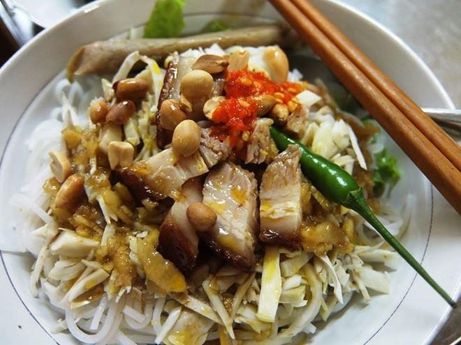Theo chan tho dia Da Nang ghe cho Con an vat hinh anh 5 Món bún hấp dẫn và ngon tuyệt. Ảnh: Thiện Nguyễn