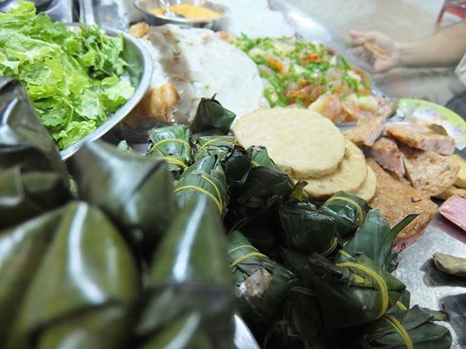 Theo chan tho dia Da Nang ghe cho Con an vat hinh anh 8  Chợ Cồn là nơi bán nhiều món ăn nhứt mà mọi người nên thử. Ảnh: Thiện Nguyễn