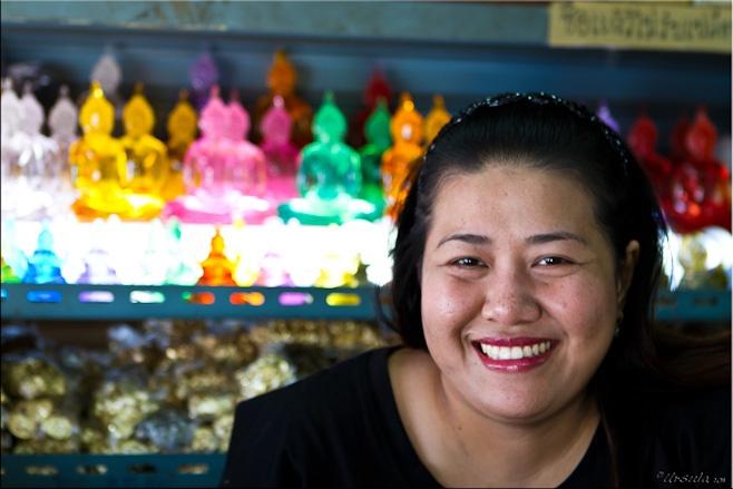Thai Lan da lam gi de hut du lich? hinh anh 3 Nụ cười luôn nở trên môi người dân Thái Lan. Ảnh: Thailantourism.com