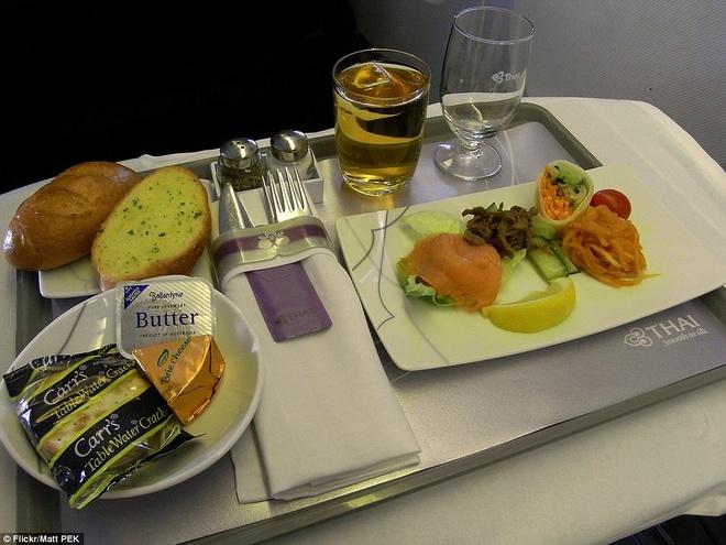Nhung suat an hang khong ngon nhat the gioi hinh anh 9 Hạng Royal Silk của Thai Airways cũng nhận được đề cử của Saveur cho bữa ăn hạng nhất và hạng thương gia. Ảnh: Dailymail.co.uk