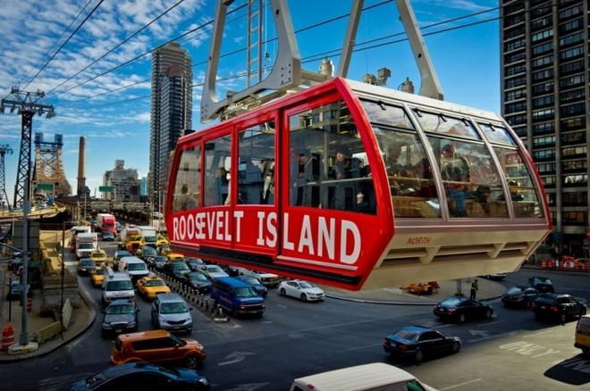 10 phuong tien giao thong di nhat hanh tinh hinh anh 7 Đường tàu điện đảo Roosevelt của New York chạy trên sông Đông, nối hòn đảo với Manhattan. Ảnh: Stan Tess/Alamy