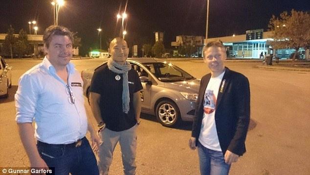 Cả nhóm kết hợp thuê xe và đặt vé máy bay để hoàn tất chuyến đi sau khi khởi hành từ Hi Lạp . Ảnh: Dailymail
