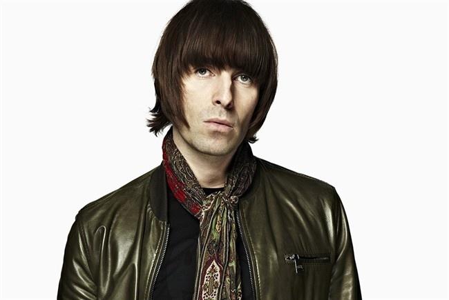 Liam Gallagher: Cathay Pacific đã cấm Liam Gallagher, ca sĩ hát chính của ban nhạc Oasis, lên mọi chuyến bay của hãng sau khi ca sĩ khó tính này nổi điên vì một cái bánh. Trong chuyến bay từ Hong Kong tới Perth, Gallagher đã tức giận vì hình dạng của chiếc bánh không vừa ý và đe dọa phi công. Các hành khách phàn nàn vì các thành viên của ban Oasis không ngừng hút thuốc, ném đồ vào mọi người và chửi bới đội tiếp viên. Cơ trưởng đã tính đến chuyện chuyển hướng và buộc đoàn 30 người của ban xuống khỏi máy bay. Sau khi lệnh cấm được thông báo, Gallagher đã giận dữ tuyên bố thà đi bộ tới Úc còn hơn là bay với Cathay Pacific.