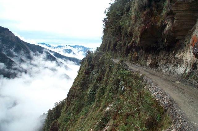 Duong Tu Than - loi di nguy hiem nhat the gioi hinh anh 2 Đó là một trong số ít những con đường nối từ rừng Amazon ở miền Bắc Bolivia tới thủ đô của đất nước này.