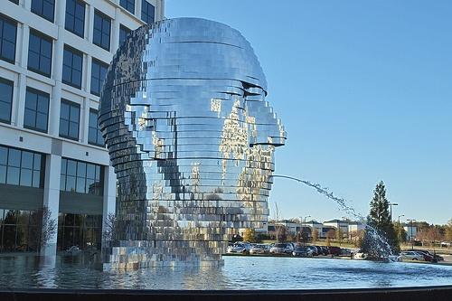 Nhung buc tuong ki quac nhat the gioi hinh anh 8 Bức tượng Metalmorphosis, Charlotte, Bắc Carolina là một công trình bằng kim loại ấn tượng và thu hút rất nhiều du khách tới tham quan.