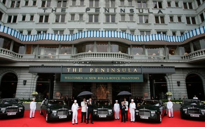12 chuoi khach san xa xi va sang trong nhat the gioi hinh anh 8 Peninsula Hotels chỉ gồm 9 khách sạn nhưng được biết đến bởi sự thuận tiện nhất về giao thông. Nếu bạn yêu cầu, khách sạn sẽ đón bạn bằng cả đường không, đường biển và đường bộ với các chuyên cơ, du thuyền và một dàn xe Rools Royce.