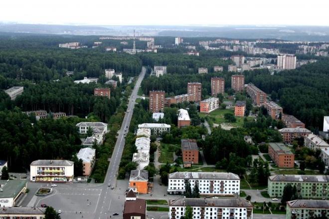 """10 thanh pho ki quac nhat the gioi hinh anh 7 7. """"Thành phố khép kín"""" Zarechny, Nga: Hình thành từ thời thế chiến II, thành phố có hơn 60.000 dân này nằm ở phía Tây nước Nga. Theo trang web của thành phố, Zerechny là """"khu tự trị khép kín"""", trụ sở của tập đoàn Rosatom chuyên về các công nghệ hạt nhân. Rất ít có hoạt động di chuyển từ trong ra hay từ ngoài vào Zarechny. Thành phố này cấm người ngoài vào, trừ vài ngoại lệ đặc biệt, với tường và hàng rào thép gai bao quanh. Tuy nhiên, sống tại một thành phố khép kín có khá nhiều lợi ích, trong đó bao gồm cả lương hưu cao."""