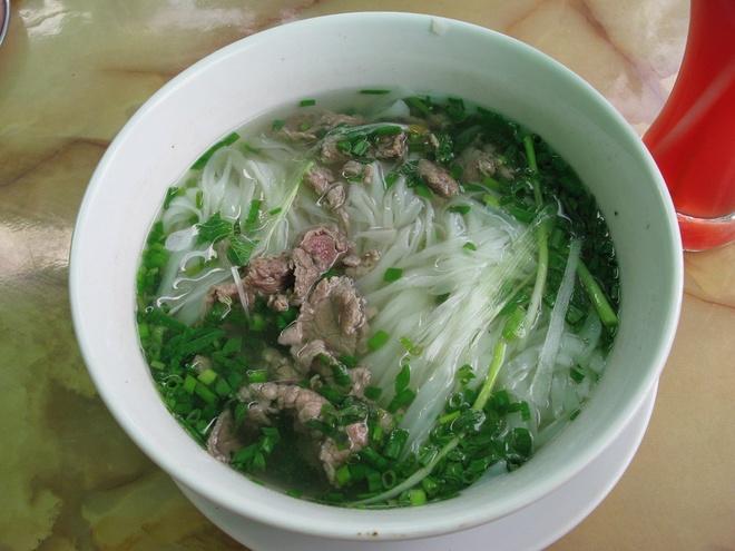 Pho Viet lot top nhung mon phai an mot lan trong doi hinh anh 1 Thưởng thức món phở nóng hổi ở Hà Nội, Việt Nam