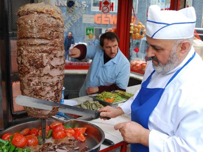 Pho Viet lot top nhung mon phai an mot lan trong doi hinh anh 11 Bánh mì kẹp thịt nóng giòn ở Thổ Nhĩ Kỳ